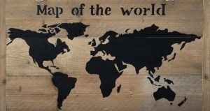 Map of the world - In opdracht / Acryl op steigerhout (106 x 60)