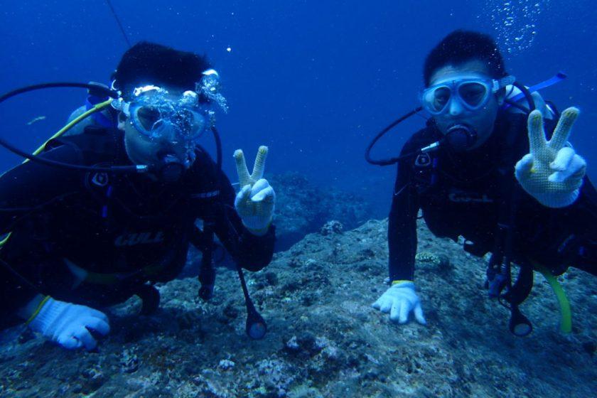 伊良部島の崖下で体験ダイビング