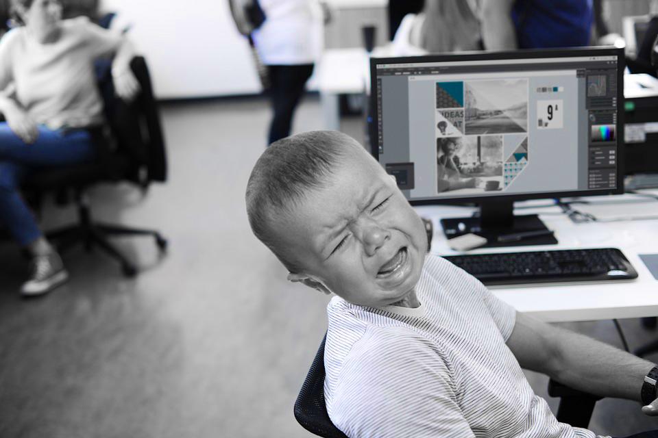 pleurnichard au bureau