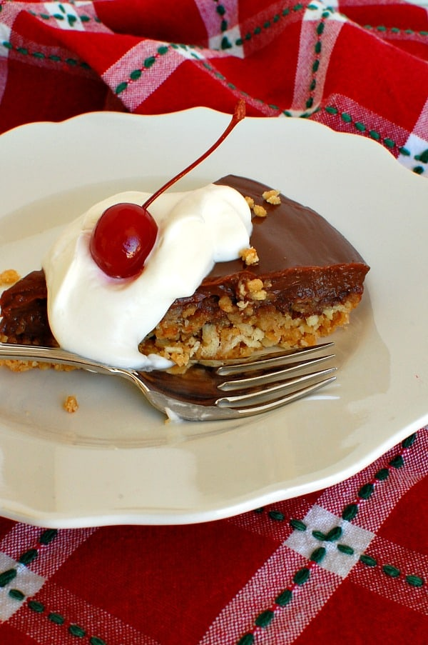 Chocolate pudding pie with crunchy toffee crust combines bittersweet and semi-sweet chocolate in a luscious filling with a crust that has an irresistible salty sweet crunch. Make this easy recipe for a weeknight family dinner or a special occasion. | mjbakesalot.com
