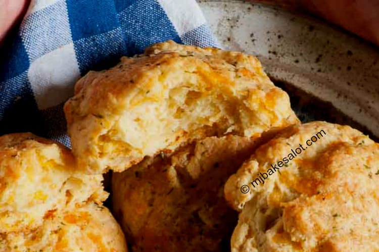 Copycat Red Lobster cheddar bay biscuits are an easy cheesy garlicky addition to breakfast, lunch, or dinner when you don't have much time but you want to serve something extra special with the meal. | mjbakesalot.com