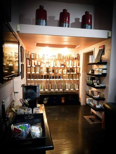 Beauty Salon (818) 783-0084