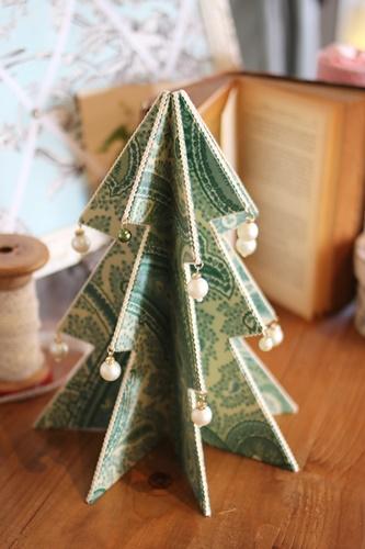ペイズリー柄のミニクリスマスツリー
