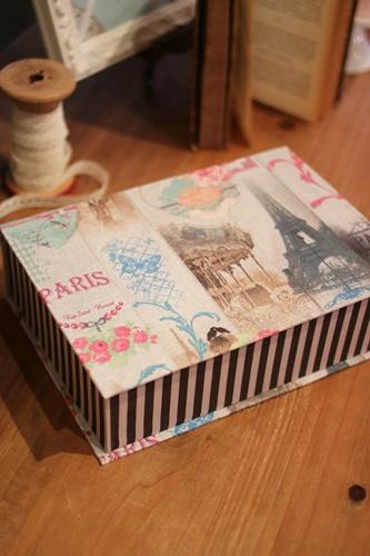パリ風生地のブック型ボックス