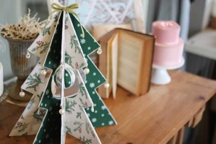 クリスマス柄の白とグリーンのツリー