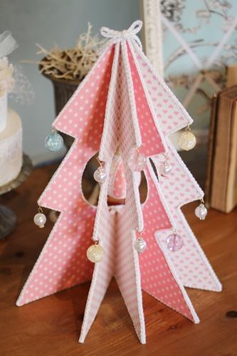 ピンク&ホワイトのラブリーなツリー