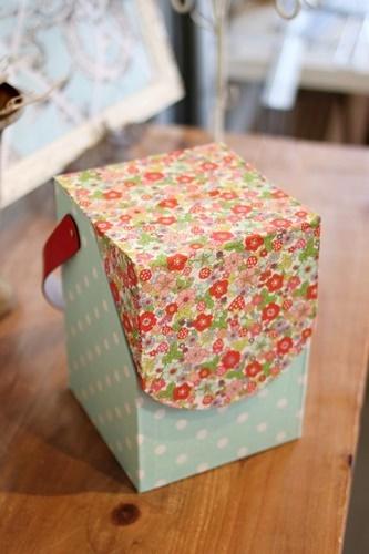 小花柄の持ち手付ボックス