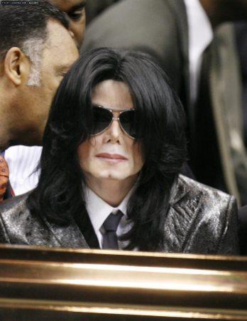 -2006-Funeral-of-James-Brown-michael-jackson-7410626-900-1166