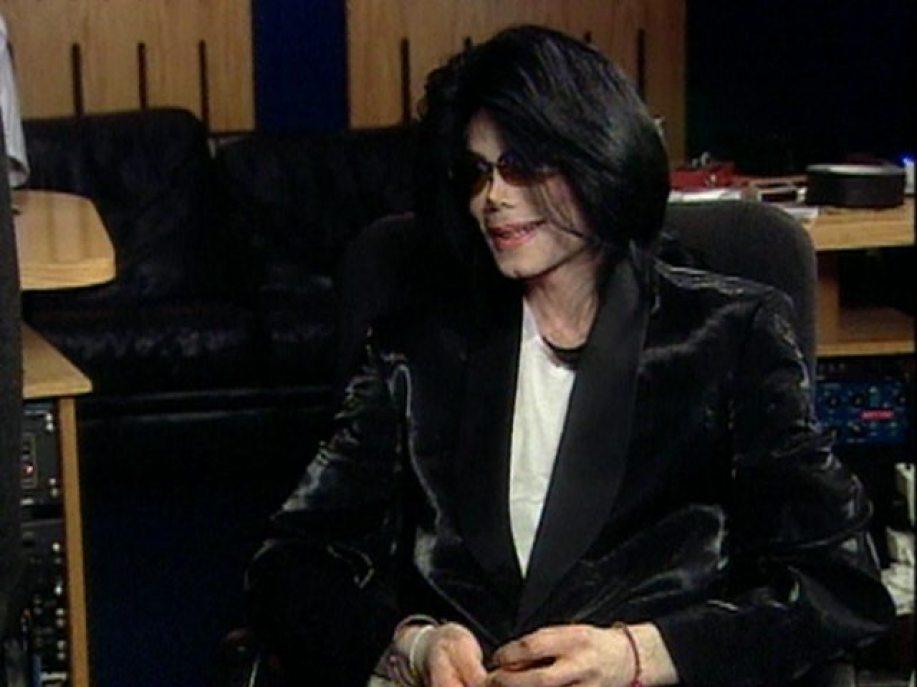 96849_billy-bush-visits-michael-jackson-and-william-in-ireland-oct-2006