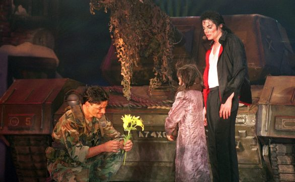 MJ-Earth-Song-Live-earth-song-12693119-1600-1158