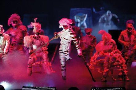 Michael-Jackson-Immortal-Tour-Cirque-du-Soleil-Thriller-2