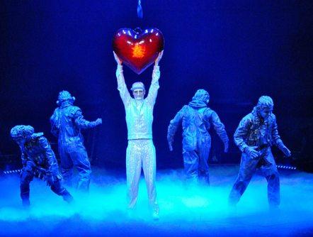 Michael-Jackson-The-Immortal-World-Tour-Cirque-du-Soleil_image_1200