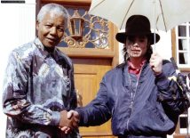 michael-visits-south-africa-visiting-with-his-friend-nelson-mandela-and-celebrating-his-78th-birthday(99)-m-1