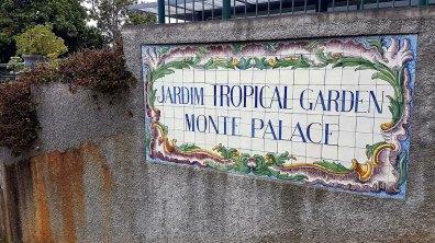 arrivés à Monte signalée par un panneau en azulejos