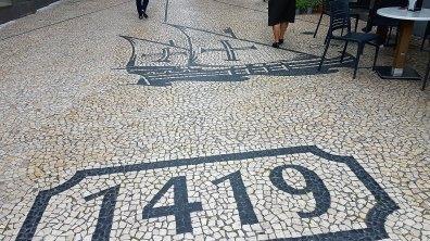 pavés rendant hommage à la découverte de Madère par João Gonçalves Zarco