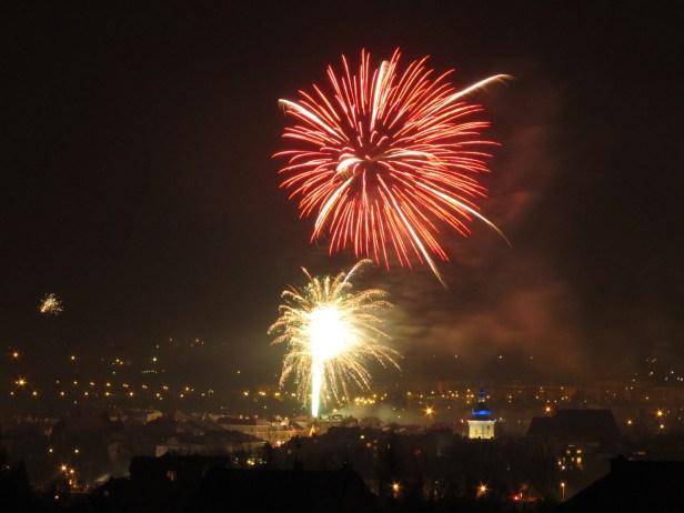 Fajerwerki nad Krosnem, noc sylwestrowa, widok na rynek 3