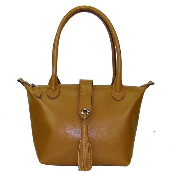 sac à main à pompon en cuir grainé camel made in france