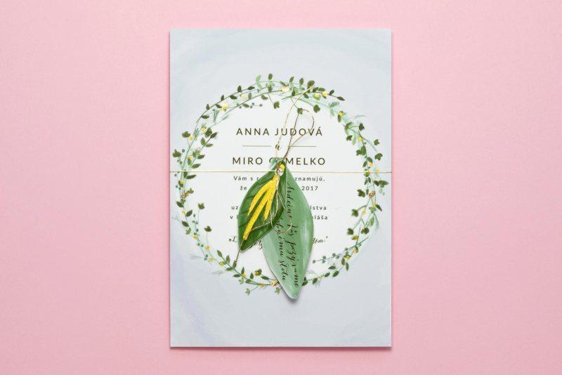 svadobné oznámenie lístky modré s pozvaním na zlatej nitke
