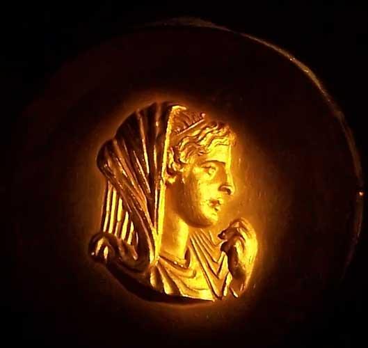 https://i0.wp.com/www.mlahanas.de/Greeks/Bios/Olympias.jpg
