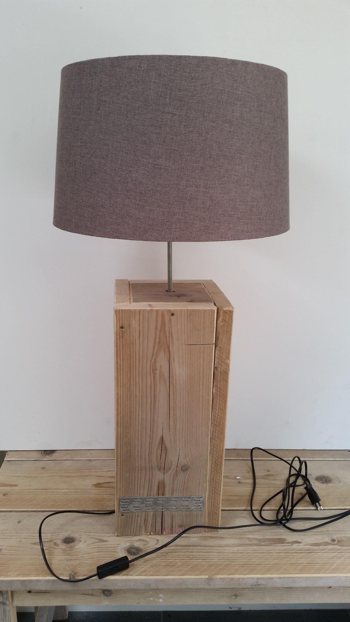 Vloerlampen en schemerlampen steigerhout  Lankreijer
