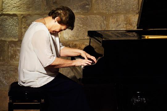 Maria Luisa Cantos – piano at Columna Música