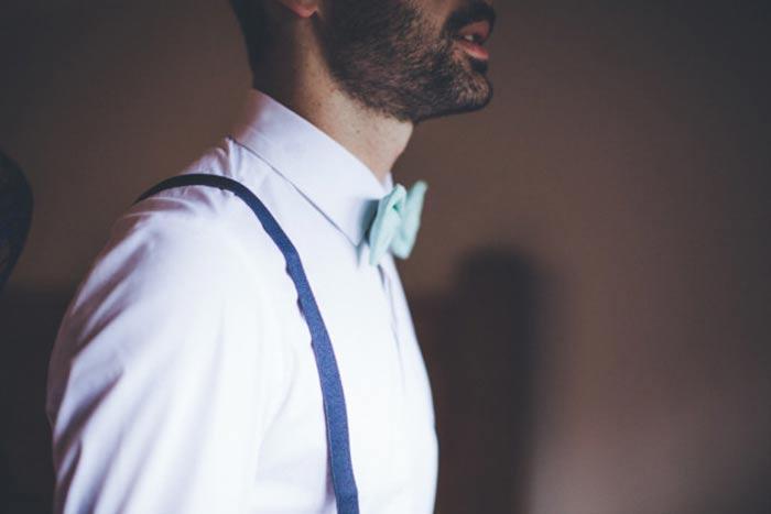 Un marié à bretelles