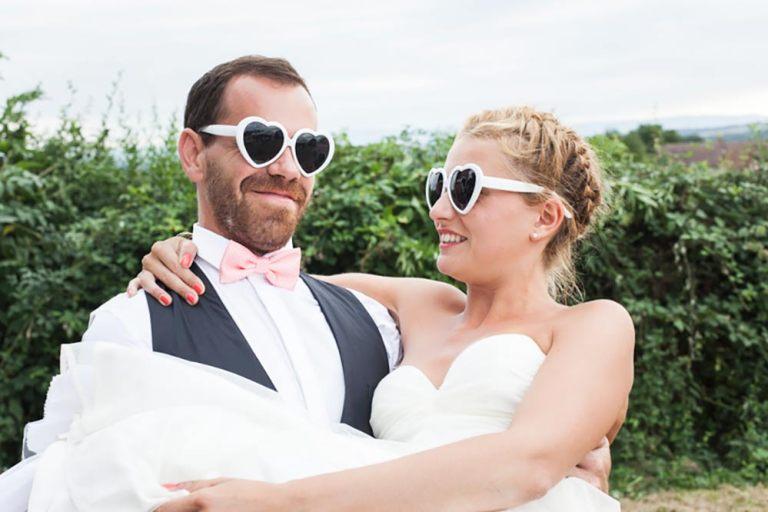 des mariés à lunettes