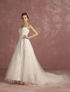 Tulle Wedding Dress Ivory Lace Applique Beading Bridal Gown Sweetheart Strapless Sleeveless A Line Bridal Dress With Chapel Train