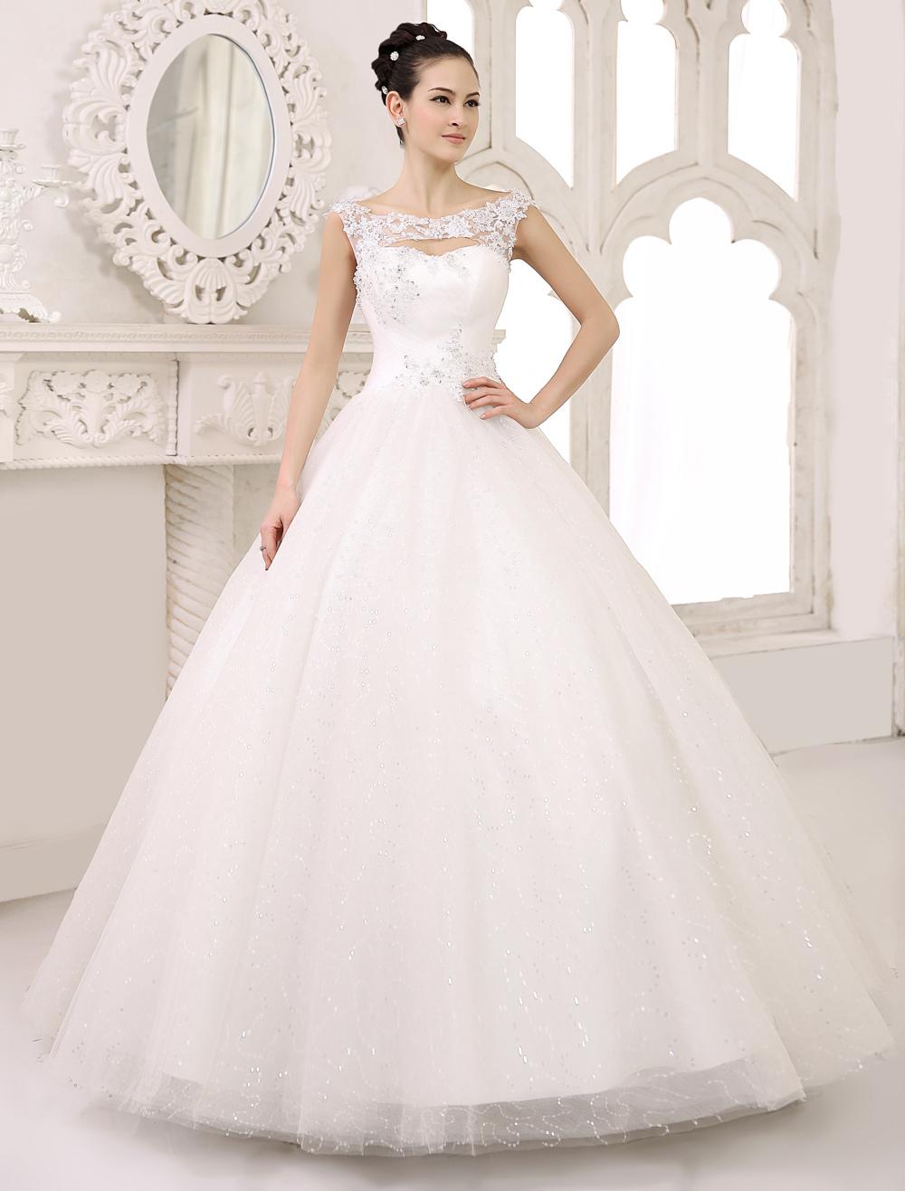 Brautkleid aus Tll mit BateauKragen in Elfenbeinfarbe