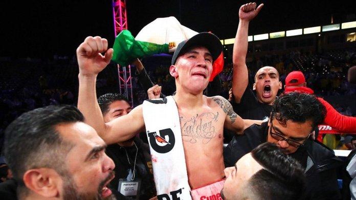 Boxing: Oscar Valdez is taken to the hospital for a broken jaw - Valdez