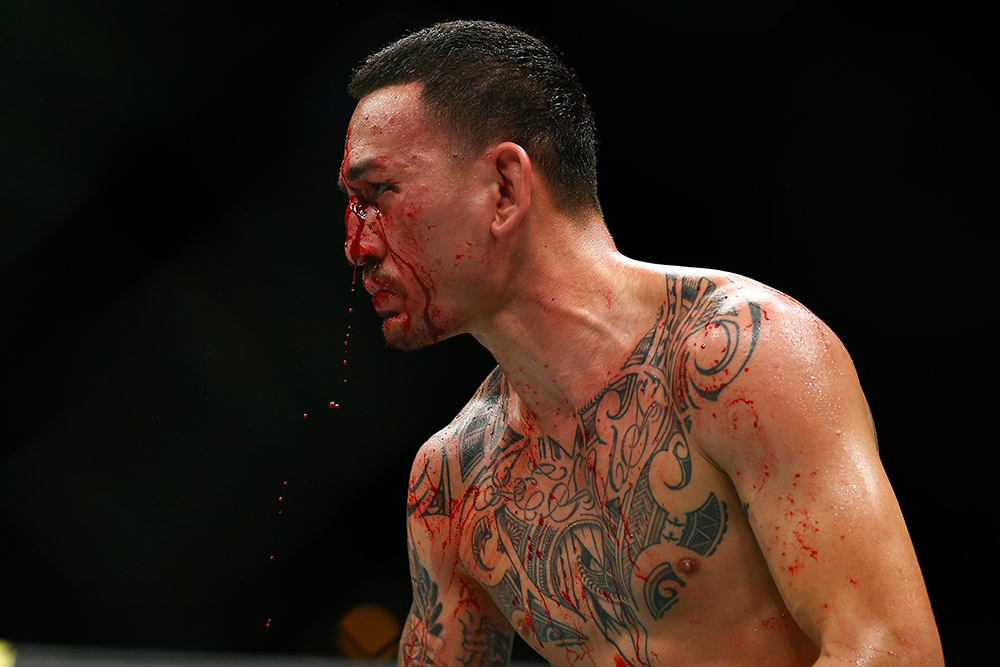 Watch: Max Holloway's son is consoled by Dustin Poirier after UFC 236 war - MMA India