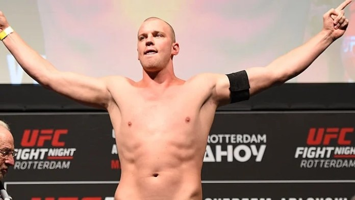Stefan Struve Weigh-in