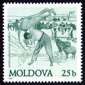 """Timbru """"Sportul Naţional Trânta"""", din anul 1999, din Republica Moldova, în valoare de 25 de bani."""