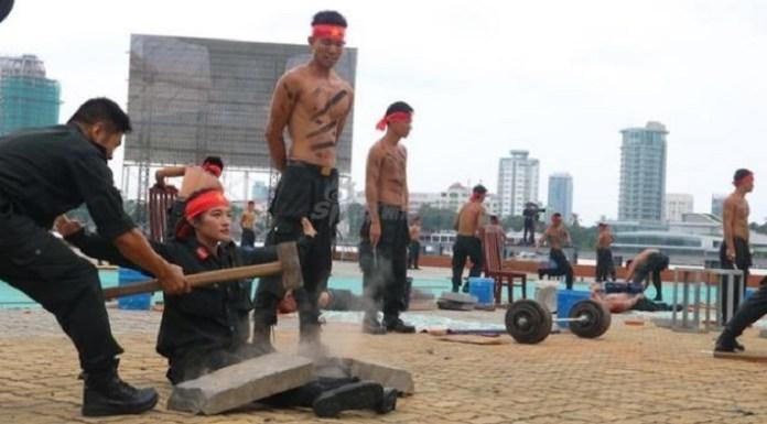 Cât de dur este un antrenament în cadrul poliției din Vietnam (VIDEO)