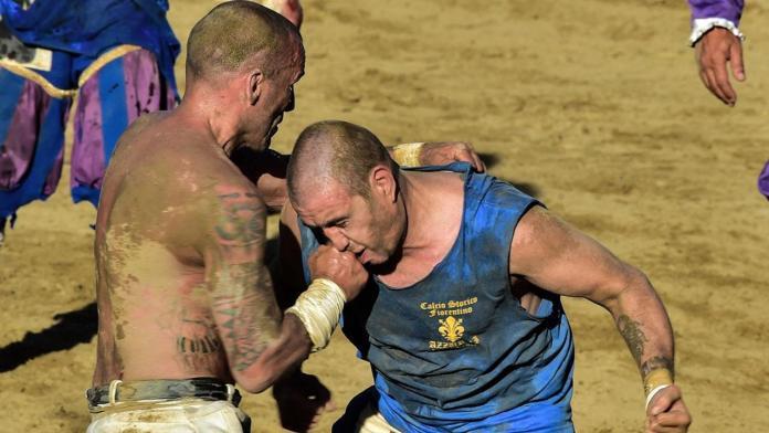 Calcio Storico - Cel mai dur sport din lume care îmbină fotbalul cu MMA (VIDEO)