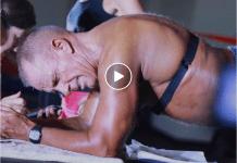 Un bărbat de 60 de ani a bătut recordul mondial la planking! A stat 10 ore încontinuu în poziție de plank (VIDEO)