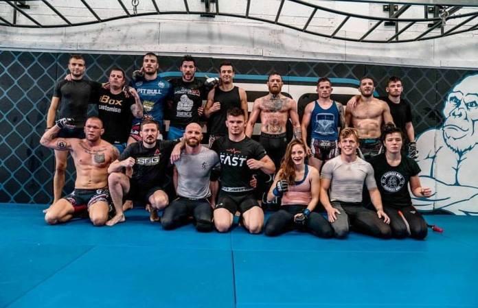 Poza de grup cu Ion Pascu in tabara lui Conor McGregor