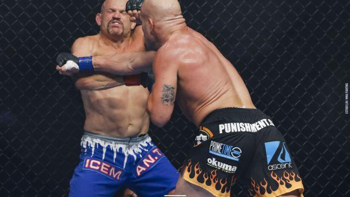 VIDEO. Vezi KO-ul brutal reușit de Tito Ortiz împotriva lui Chuck Liddell!