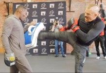 VIDEO. Cum arată un antrenament deschis al lui Chuck Liddell. Tito Ortiz a început să îl îngâne de față cu presa!
