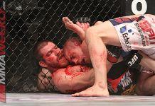 VIDEO. Intră să vezi ce discută 2 luptători UFC plini de sânge în timpul luptei!