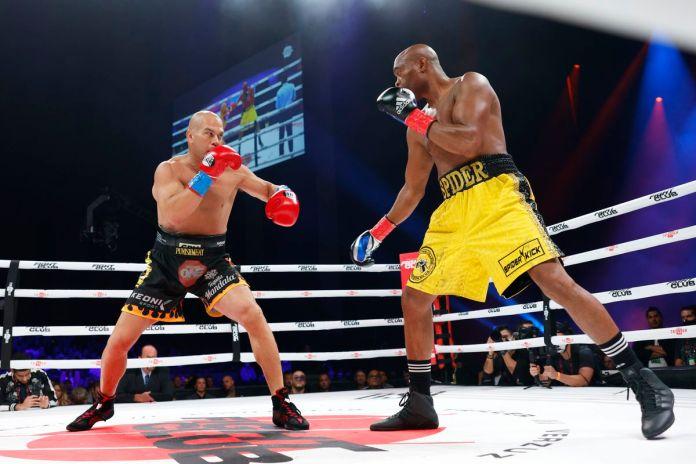 VIDEO. Anderson Silva l-a făcut KO pe Tito Ortiz la box! Vitor Belfort l-a distrus pe Evander Holyfield în aceeași gală!