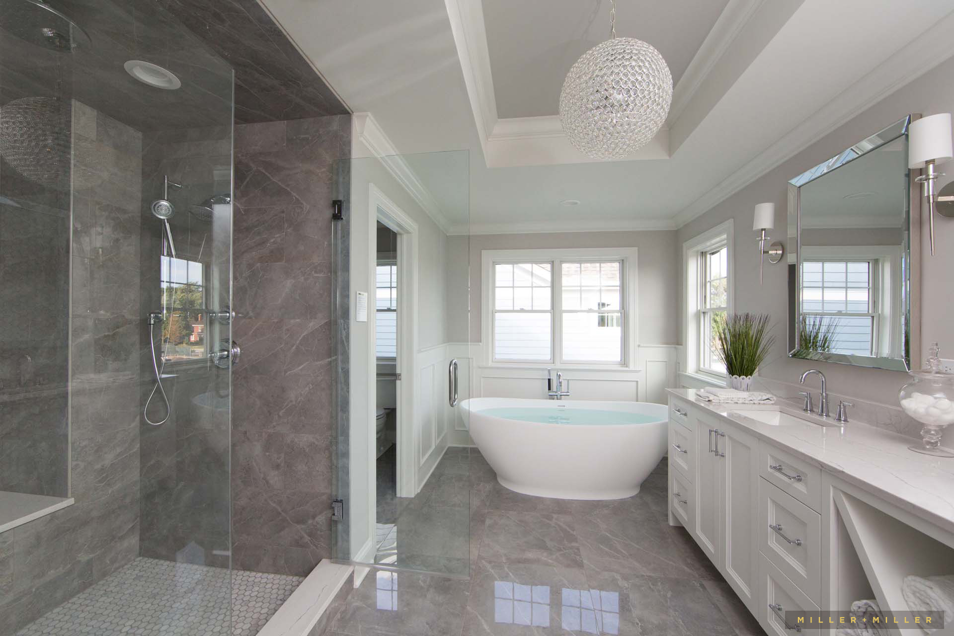 Inspiring Room White Monochromatic Elegant Classic Master