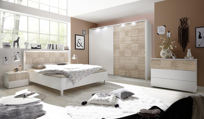 chambre a coucher complete blanc et beige avec motifs natura