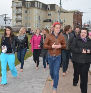 Taylor Hanson chats with one of 75 participants who joined him and his brothers for a 1.6km barefoot stroll along the Summerside Baywalk, in support of the band's charitable projects. © Michael Nesbitt - Journal-Pioneer