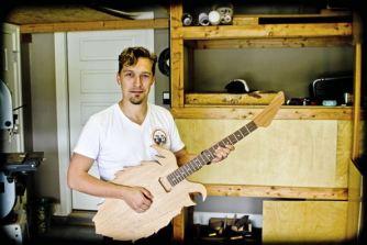 ike-hop-guitar-1