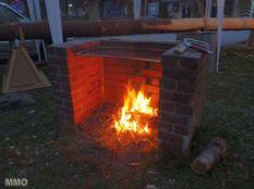 Ein wärmendes Feuer in der Nacht