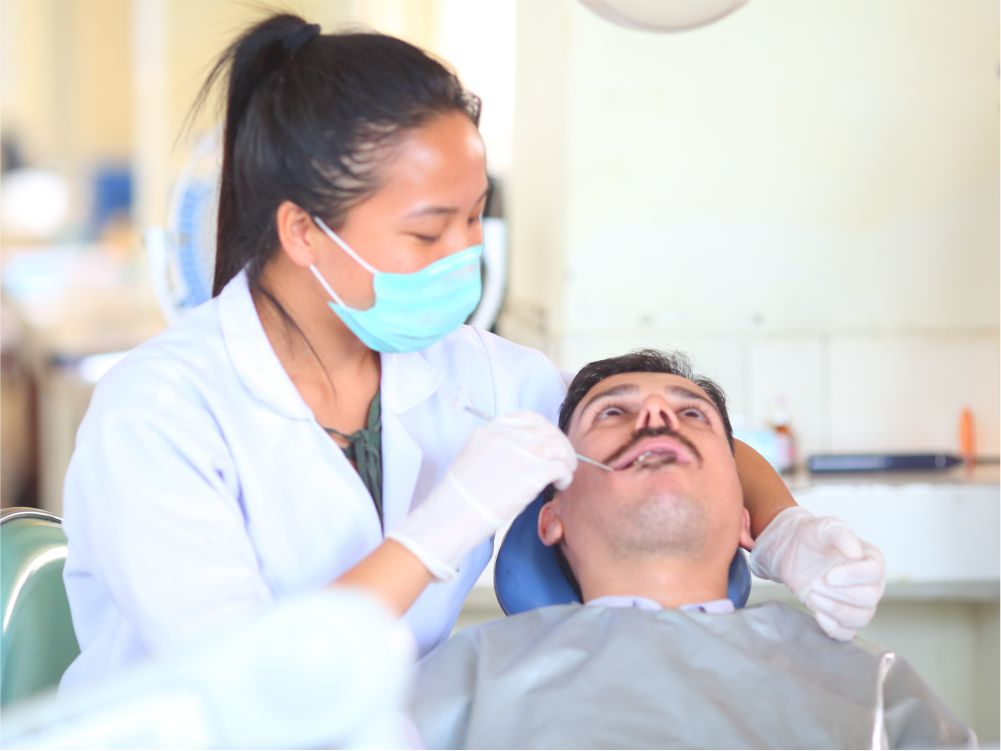 Undergraduation Lab - Undergraduate students train and treat patients on basic restorative dental procedures and basic principles of endodontic.