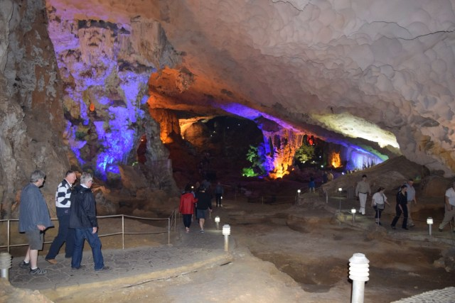 Me Cung Cave