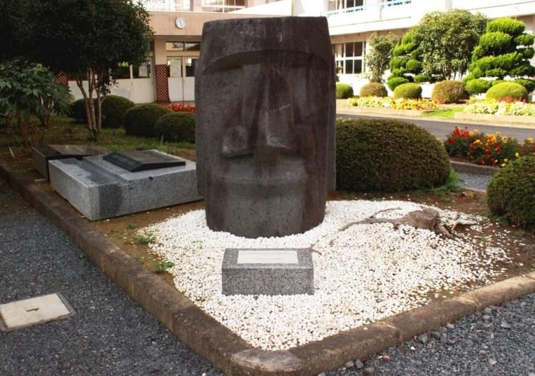 1960年に贈呈されたモアイ像
