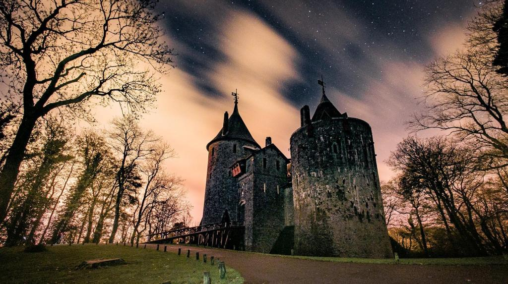 TOP-33 castles with ghosts